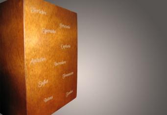 Album pentru forografii realizat din lemn, personalizat prin gravura laser