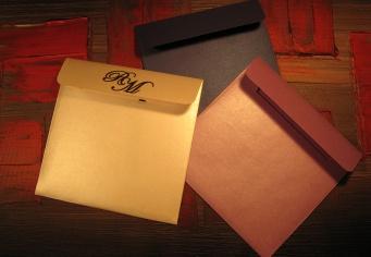 Plicuri patrate realizate la comanda din cartoane speciale