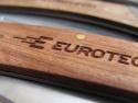 Detaliu cu personalizarea briceagului pe manerul din lemn