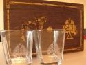 Set de pahare personalizate ambalate in cutie cadou din lemn personalizata prin gravura laser