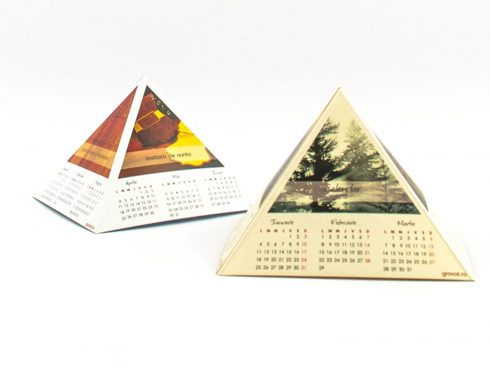 Calendar birou 2018 model piramidal