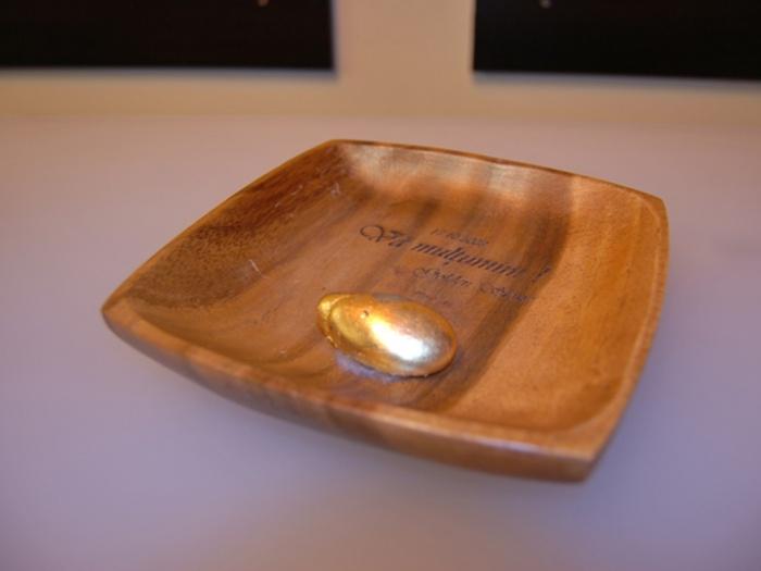 Obiect decorativ din lemn personalizat