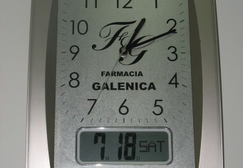 Ceas de perete personalizat pentru Farmacia Galenica