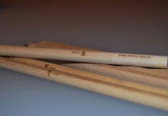 Creioane din lemn personalizate