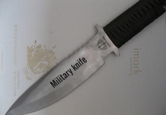 Cutit militar personalizat prin gravura