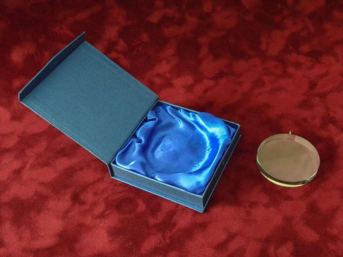 Medalie sticla in cutie cadou