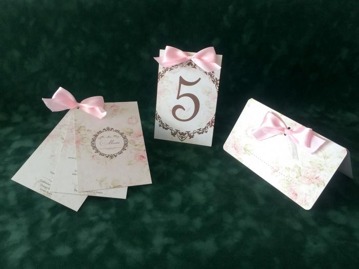 Pentru nunta: numar masa, meniu si plic de bani cu numele invitului